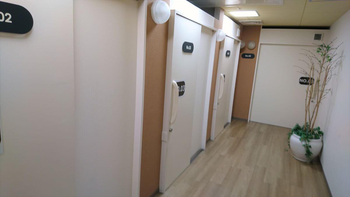 kix-airport-lounge-shower