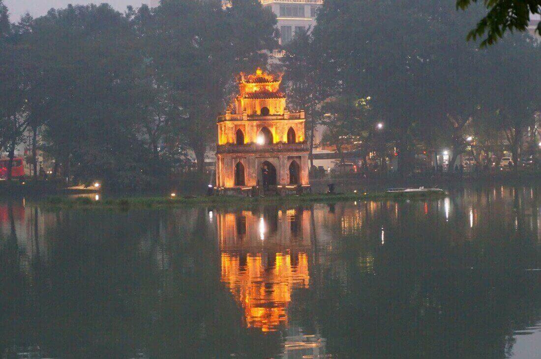 hanoi-sightseeing-spot-hoankiemlake