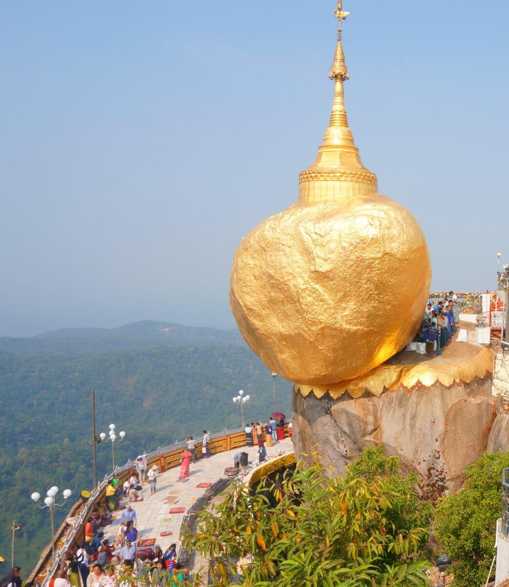 GoldenRock-Kyaikhtiiyo pagoda