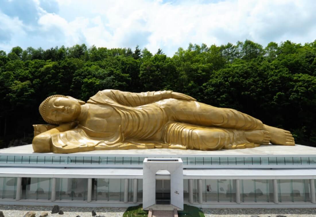 佛願寺大涅槃聖堂-涅槃像
