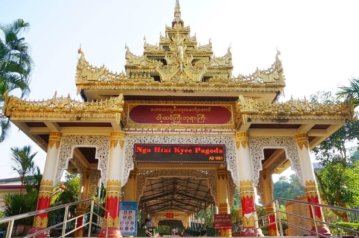 Ngar Htat Gyi Pagoda(ガータッジーパゴダ入口)